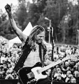 Doug Aldrich signe chez ESP Guitars